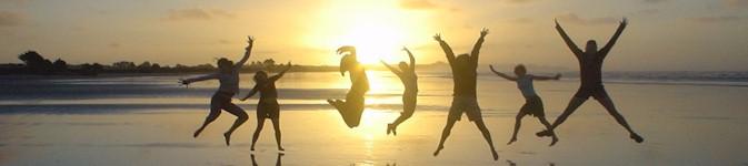 photo-silhouette-jump